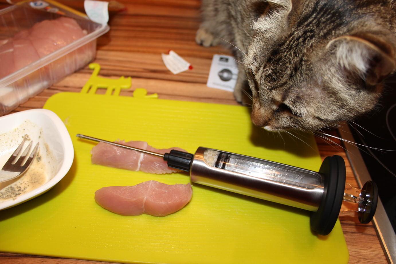 Jasper: Tricks in der Rohfütterung – Die Marinadespritze